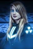 Perigoso, menina com olhos azuis, cena da fantasia, guerreiro futuro Fotografia de Stock Royalty Free
