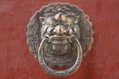 Perilla de puerta china antigua del metal Imagen de archivo libre de regalías