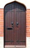 Perilla de puerta principal del león en puerta de madera Fotografía de archivo libre de regalías