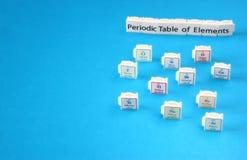Periodensystem von Elementen. Selektiver Fokus. Wissenschaftsbildungskonzept Lizenzfreie Stockfotos