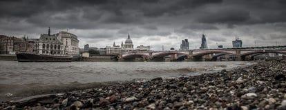 Periodi - panorama del fiume Fotografia Stock