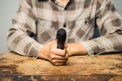 Periodista con el micrófono Imágenes de archivo libres de regalías