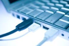 Peripheral do USB anexado ao portátil imagem de stock royalty free