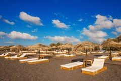 Perissa海滩(黑海滩)在圣托里尼海岛上 免版税库存图片