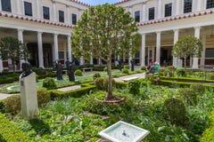 Peristylträdgård arkivfoto