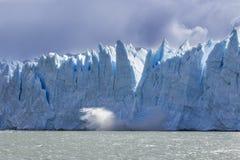 Perito Moreno glaciär, en av de hundratals glaciärerna som kommer från det södra isfältet i Patagonia, Argentina arkivbild