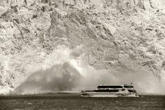 The Perito Moreno glacier collapsing Royalty Free Stock Photos