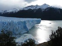 Perito Moreno Glacier en berg Stock Afbeeldingen