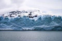 Perito Moreno z śniegi zakrywającymi szczytami Zdjęcia Royalty Free