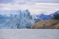 Perito Moreno u. Land, Patagonia Stockfoto