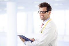 Perizia medica d'esame di medico maschio fotografia stock