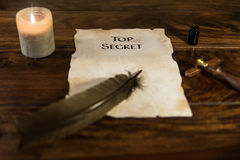 Perkament met de woordenbovenkant - geheim Stock Foto's
