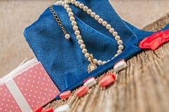Perla di giorno di biglietti di S. Valentino, diamante, necklase, regalo Fotografia Stock