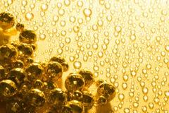 Perlas brillantes de oro Fotos de archivo