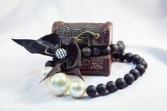 perlas en el pecho fotografía de archivo libre de regalías