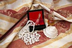 Perlas en el rectángulo Fotos de archivo libres de regalías