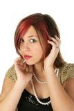 Perlas que desgastan de la muchacha hermosa Foto de archivo libre de regalías