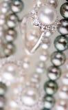 Perlas y brilliants Imágenes de archivo libres de regalías