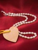 Perlas y corazón Imágenes de archivo libres de regalías