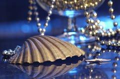Perlas y el shell Imágenes de archivo libres de regalías