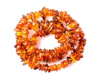 Perle ambrate isolate su fondo bianco Immagini Stock