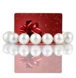 Perle con la scheda rossa creativa del regalo Immagini Stock