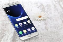 Perle de blanc de bord de la galaxie S7 de Samsung Photos libres de droits