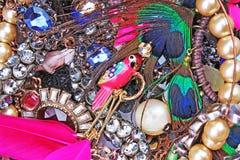 Perle des boucles d'oreille de colliers de bijoux de cristal de fausse pierre Photos libres de droits