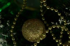 Perle di Natale come un fondo o struttura immagini stock libere da diritti