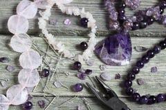 Perle, die Zubehör herstellt Stockfotografie