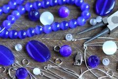 Perle, die Zubehör herstellt Stockbild
