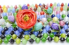 Perle e fiori di struttura Immagini Stock