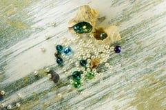 Perle e perla blu dentro le conchiglie Fotografie Stock Libere da Diritti
