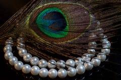 Perle e piuma del pavone Fotografia Stock Libera da Diritti