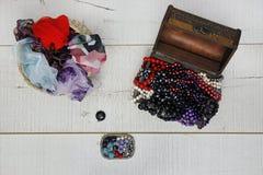 Perle e sciarpe del tesoro Fotografia Stock