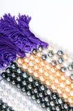 Perle e stringa di colore fotografia stock libera da diritti