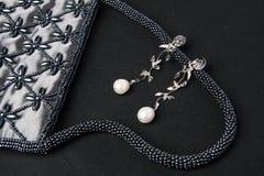 Perle earing jewlery lizenzfreies stockbild