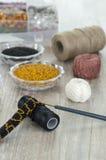 Perle, fabbricazione d'imitazione fatta a mano dei gioielli Immagine Stock Libera da Diritti