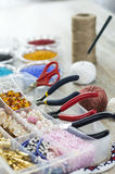 Perle, fabbricazione d'imitazione fatta a mano dei gioielli Immagini Stock
