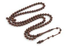 Perle fatte a mano del rosario del palissandro isolate su bianco immagini stock