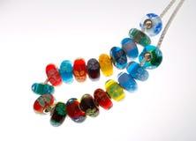Perle floreali di vetro sulla catena Fotografie Stock