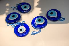 Perle turque d'oeil mauvais comme souvenir d'amulette photographie stock