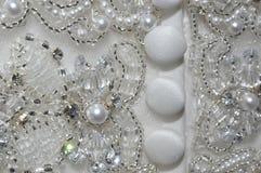 Perle und Crystal Wedding Dress Detail Lizenzfreie Stockfotografie