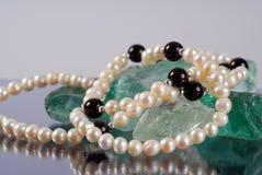 Perlen auf den Felsen Lizenzfreies Stockfoto