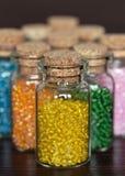 Perlen in der Flasche Stockfotografie