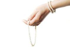 Perlen in der Hand Lizenzfreie Stockfotografie