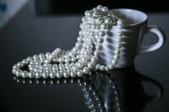 Perlen in der Schale Lizenzfreies Stockfoto