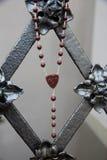 Perlen, die von den Geländern hängen Stockbild