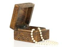 Perlen in einem Kasten Stockfoto