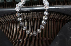 Perlen gemacht von den Edelsteinsteinen Stockbilder